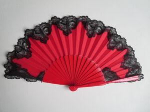 červená s černou krajkou
